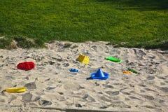 Juguetes de la arena de la salvadera Fotos de archivo