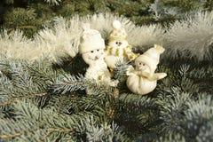 Juguetes de la Navidad bajo la forma de muñecos de nieve Foto de archivo