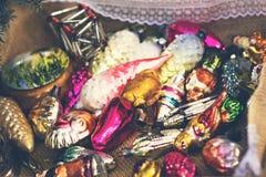 Juguetes de la Navidad, composición de las bolas de la Navidad Fotos de archivo