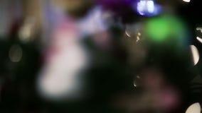 Juguetes de la Navidad en el árbol almacen de video