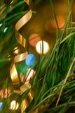 Juguetes de la Navidad en el árbol de navidad Foto de archivo