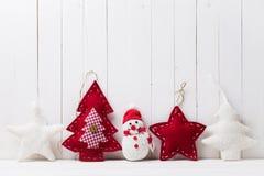 Juguetes de la Navidad en el fondo de la madera Imágenes de archivo libres de regalías