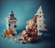 Juguetes de la Navidad en fondo azul Foto de archivo libre de regalías