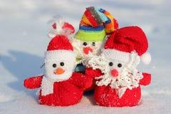 Juguetes de la Navidad en la nieve Imágenes de archivo libres de regalías