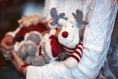 Juguetes de la Navidad en manos Imagen de archivo libre de regalías