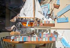 Juguetes de la playa y tienda de regalos Imagen de archivo libre de regalías