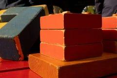 Juguetes de madera, creatividad para los niños foto de archivo
