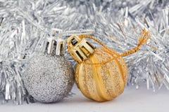 Juguetes de plata y de oro de la Navidad Imagenes de archivo