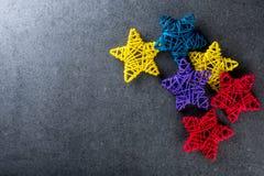 Juguetes del árbol de navidad - estrellas coloreadas de la vid Año Nuevo y maqueta del tema de Navidad Imagenes de archivo