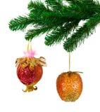 Juguetes del árbol de navidad y de la fruta Imagen de archivo libre de regalías