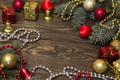 Juguetes del árbol, rojos y amarillos de la Navidad Imagen de archivo libre de regalías