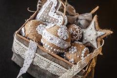 Juguetes del Año Nuevo de la Navidad en caja de madera Fotografía de archivo