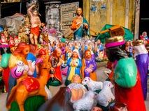 Juguetes del Año Nuevo y de la Navidad en el mercado del steet en Pondicherry, la India Imágenes de archivo libres de regalías