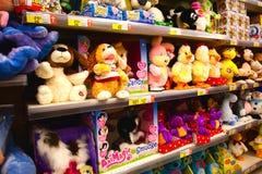 Juguetes del bebé en supermercado Fotografía de archivo