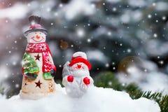 Juguetes del muñeco de nieve en una picea Imagen de archivo libre de regalías