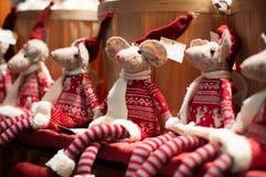 Juguetes del ragdoll del ratón de la Navidad hechos a mano fotos de archivo