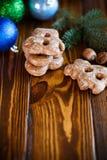 Juguetes del ` s del Año Nuevo con el pan de jengibre Foto de archivo libre de regalías