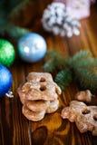 Juguetes del ` s del Año Nuevo con el pan de jengibre Fotografía de archivo libre de regalías
