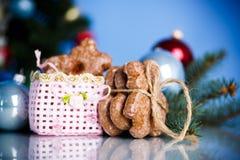 Juguetes del ` s del Año Nuevo con el pan de jengibre Imágenes de archivo libres de regalías