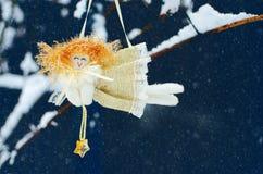 Juguetes del ` s del Año Nuevo y nieve blanca Foto de archivo