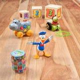 Juguetes del vintage con el carácter animado Donald Duck Foto de archivo libre de regalías
