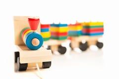 Juguetes educativos de madera. tren colorido   foto de archivo libre de regalías