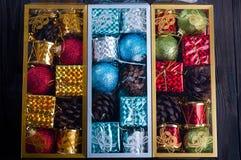 Juguetes embalados hermosos de la Navidad, Imagenes de archivo