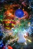 Juguetes en el árbol de navidad Imágenes de archivo libres de regalías