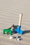 Juguetes en la playa Imagen de archivo libre de regalías