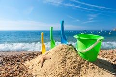 Juguetes en la playa Fotos de archivo