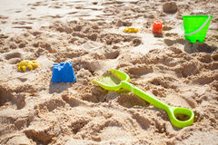 Juguetes, espada y compartimiento de la arena Imagen de archivo