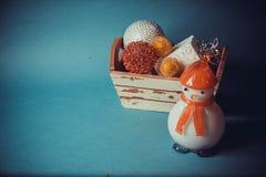 Juguetes hechos a mano del Año Nuevo en fondo azul Imagen de archivo libre de regalías