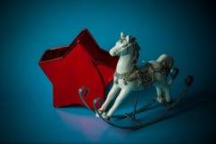 Juguetes hechos a mano del Año Nuevo en fondo azul Fotografía de archivo libre de regalías