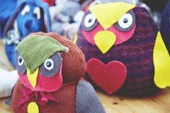 Juguetes hechos a mano del mercado de la Navidad Fotos de archivo libres de regalías