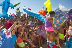 Juguetes inflables de la gente de la diversión de la playa del partido Foto de archivo libre de regalías