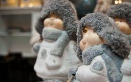 Juguetes lindos de la Navidad del invierno de las estatuillas regordetas de los niños Fotografía de archivo libre de regalías