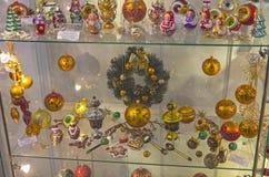 Juguetes modernos de la Navidad hechos en la tradición popular rusa Imagen de archivo libre de regalías