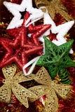 Juguetes multicolores brillantes de la Navidad Fondos de la Navidad Imágenes de archivo libres de regalías