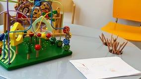 Juguetes, papel y lápices de los niños foto de archivo libre de regalías
