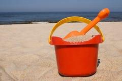 Juguetes plásticos de la playa Imágenes de archivo libres de regalías