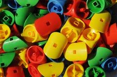 Juguetes plásticos de los colores del contraste imagen de archivo libre de regalías