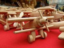 Juguetes retros de los aeroplanos de madera del juguete Fotografía de archivo libre de regalías