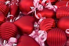 Juguetes rojos de la Navidad con las cintas imagen de archivo libre de regalías