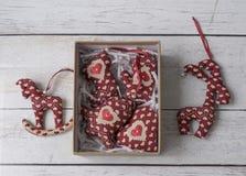 Juguetes suaves de las decoraciones hechas a mano de la Navidad Imagenes de archivo