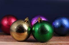 Juguetes Varicolored de la Navidad de las bolas Fotografía de archivo libre de regalías