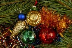 Juguetes y decoraciones coloreados y brillantes de la Navidad Fotografía de archivo
