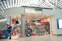 Juguetes y tienda de los juegos en el aeropuerto de Hong Kong International Imágenes de archivo libres de regalías