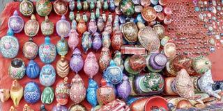Juguetes y tienda de souvenirs de un borde de la carretera imagenes de archivo
