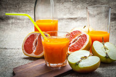 Juice of apples and red grapefruit. Royalty Free Stock Photos