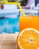 Juice Beverage Represents Swimming Pool e succoso arancio fotografia stock